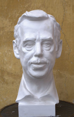 Petr Mucha - portrétní plastika - Václav Havel - 2012 - 25 x 25 x 50cm - sádra - anfas